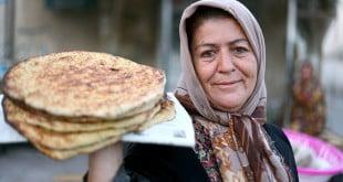 پخت نان سنتی در ماه رمضان