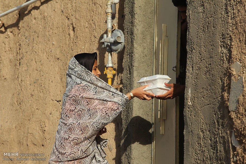 تهیه و توزیع غذای نذری