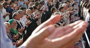 آیا حضور در نماز عید فطر بر هر مسلمانی واجب است ؟